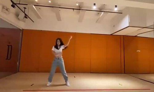 Moka nhảy trên nền nhạc của Black Pink