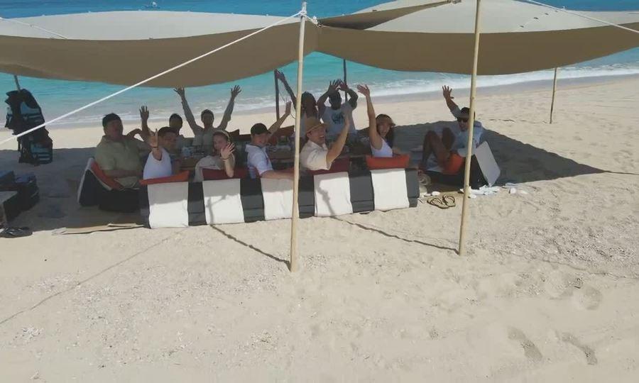 Tiệc trên bãi biển của vợ chồng Hà Hồ