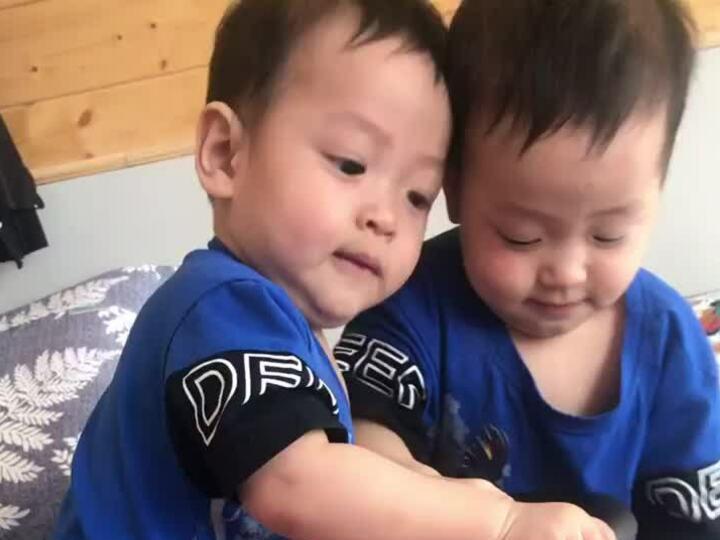 Cặp song sinh nhà Đặng Thu Thảo