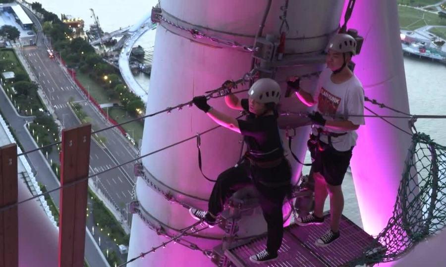Đi bộ trên tháp truyền hình Trung Quốc