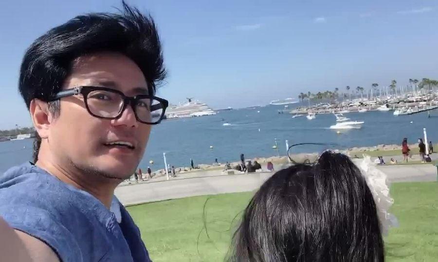 Trương Minh Cường đưa hai con đi công viên