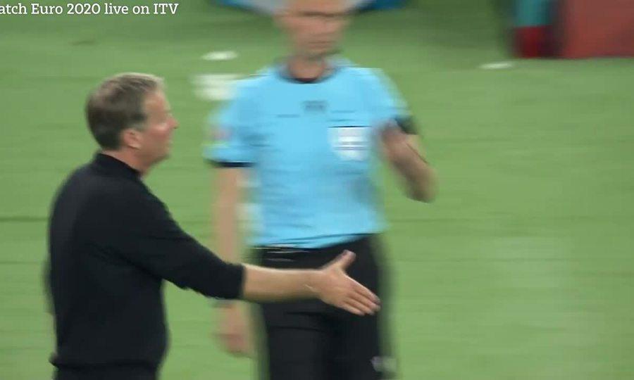 Các tuyển thủ Đan Mạch mừng chiến thắng