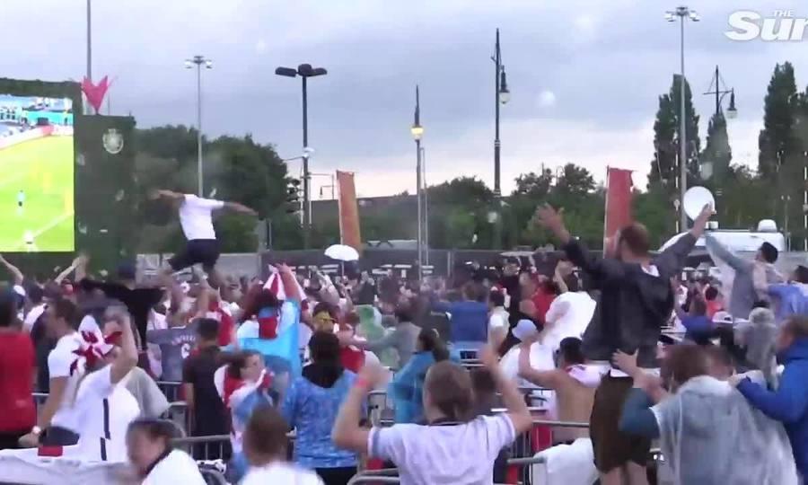 Người dân Anh phấn khích sau chiến thắng của đội nhà
