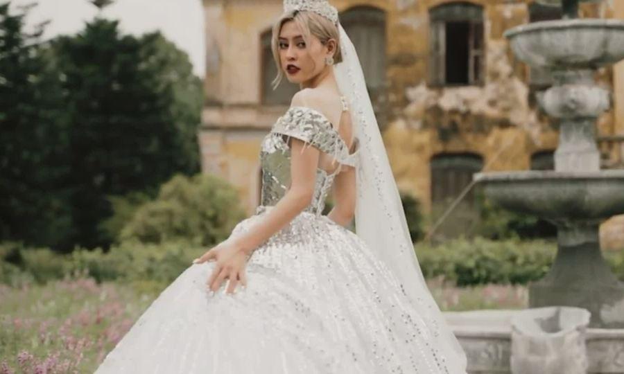 Váy cưới ánh kim