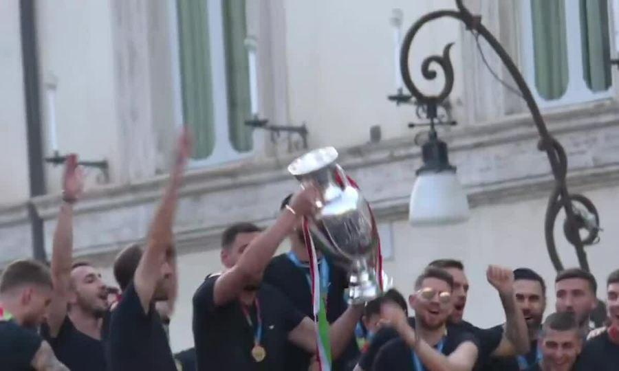 Tuyển Italy diễu hành mừng Cup