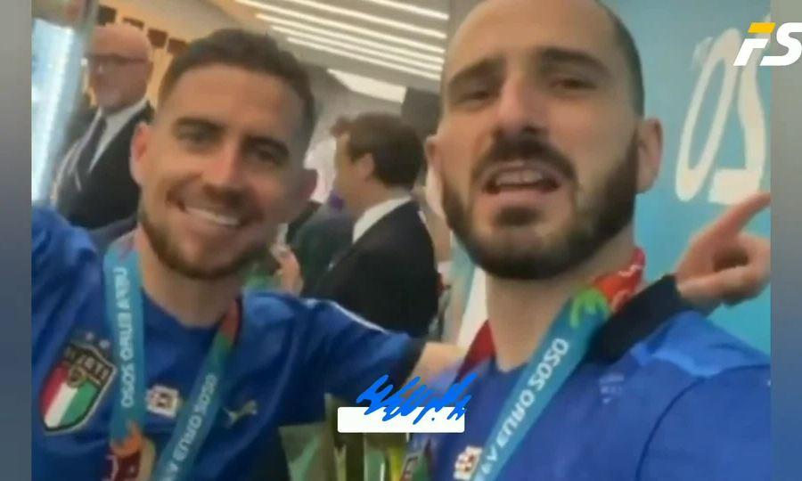 Tuyển Italy mở tiệc trong phòng thay đồ sau chung kết