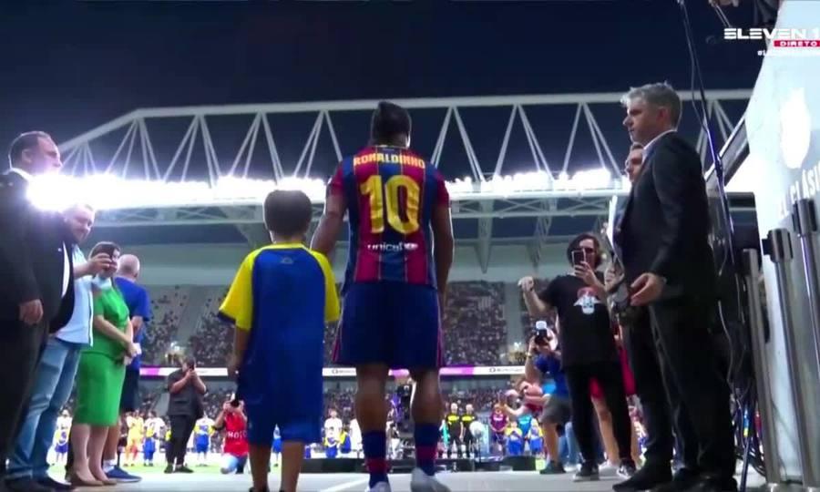 Màn trình diễn của Ronaldinho trong trận đấu với huyền thoại Real Madrid