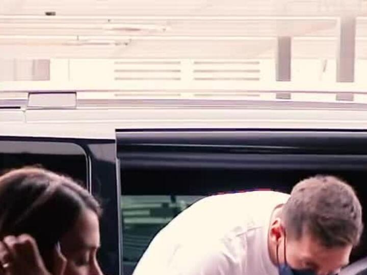 Messi cùng vợ con sang Paris