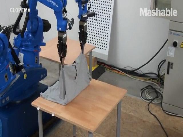 Robot giặt là  CloPeMa