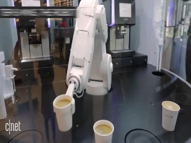 Robot pha cà phê