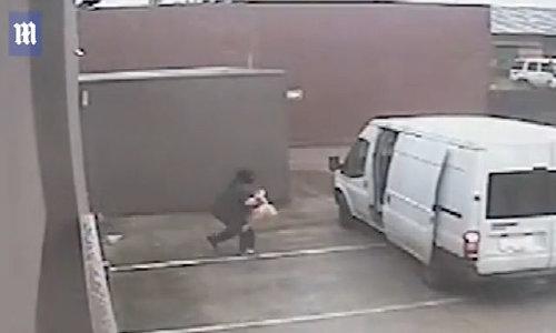 Đột nhập cửa hàng lấy trộm búp bê tình dục