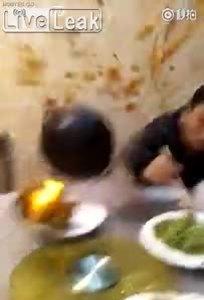 Bếp phát nổ ngay trên bàn ăn