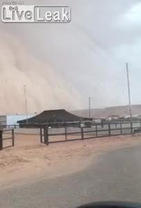 Bão cát biến ngày thành đêm trong chớp mắt