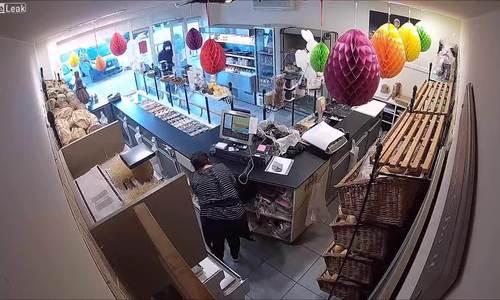 Tên cướp chạy thục mạng vì gặp cảnh sát