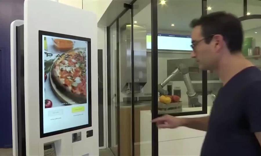 Robot tự làm bánh pizza