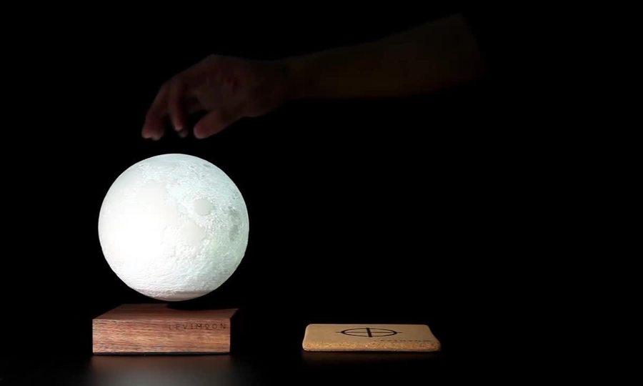 Bóng đèn hình mặt trăng có thể lơ lửng