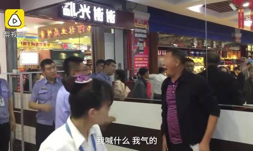 Người già ở Trung Quốc bị 'ra rìa' vì không biết dùng WeChat