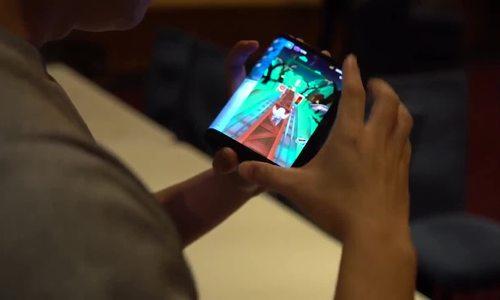 Dùng thử smartphone màn hình gập đầu tiên trên thế giới