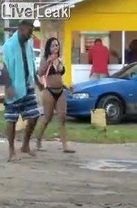 Video cô gái dùng tiểu xảo gắp thú bông gây tranh cãi tuần qua - ảnh 4