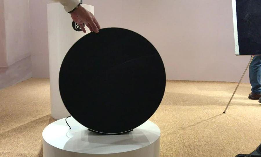 Loa không dây hình bánh xe giá 105 triệu đồng