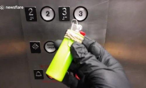 Cách bấm thang máy không lây Covid-19