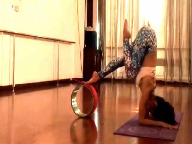 Nhã Miên hướng dẫn tập yoga
