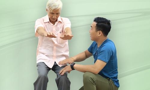 5 bài tập giúp tăng sức khỏe, phòng té ngã cho người lớn tuổ