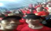 CĐV nán lại sân chúc mừng đội tuyển Việt Nam