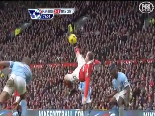 Cú móc bóng của Rooney vào lưới Man City