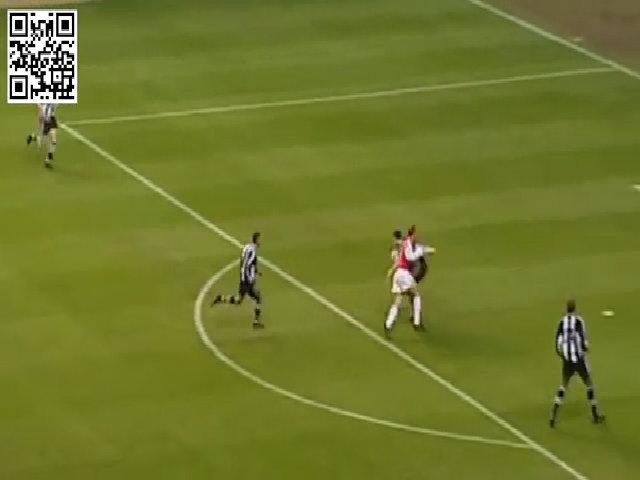 Bàn thắng của Bergkamp vào lưới Newcastle
