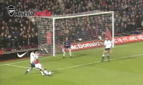 Top 5 bàn của Bergkamp tại Ngoại hạng Anh