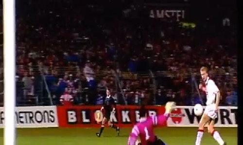 Top 10 bàn của Dennis Bergkamp tại Ajax