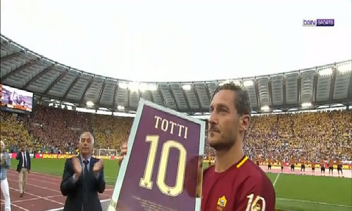 Totti chia tay CĐV Roma
