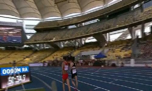 VĐV chủ nhà chạy về đích ở môn đi bộ