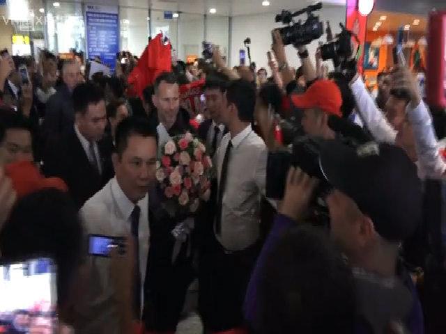 Hình ảnh đầu tiên Giggs và Scholes đến Việt Nam