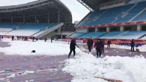 Công nhân dọn tuyết ở Thường Châu
