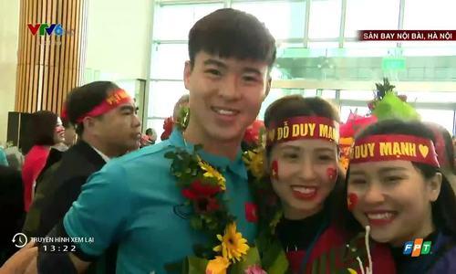 U23 Việt Nam trả lời phỏng vấn tại sân bay nội bài