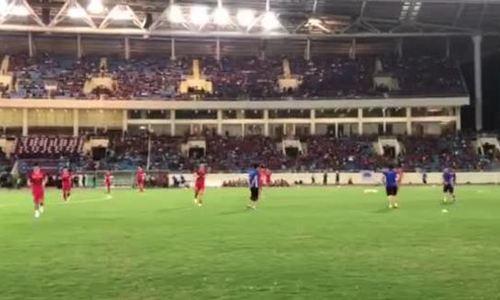 Cầu thủ Việt Nam khởi động
