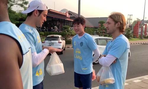 Xuân Trường tập luyện kiểu nhà binh cùng đội bóng Thái Lan - ảnh 1