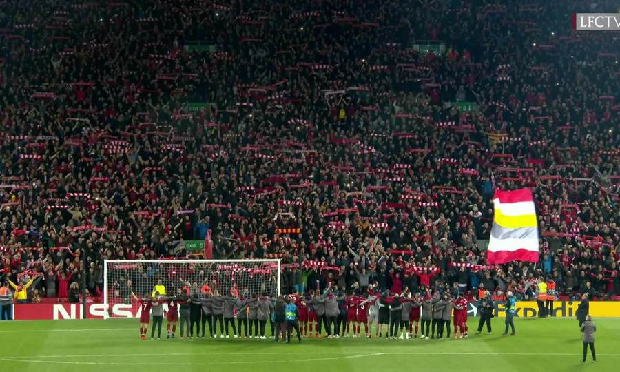 CĐV Liverpool hát You Never Never Alone