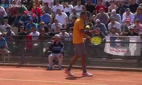 Kyrgios ném ghế ra giữa sân ở Rome Masters