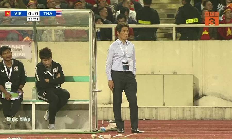 Hai tình huống gây tranh cãi trong trận gặp Thái Lan