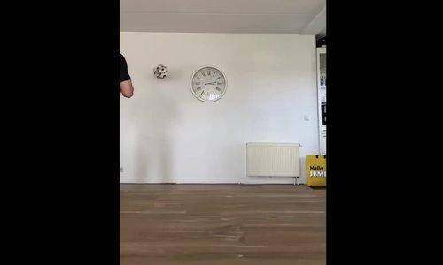 Văn Hậu làm vỡ đồng hồ khi tập luyện ở nhà