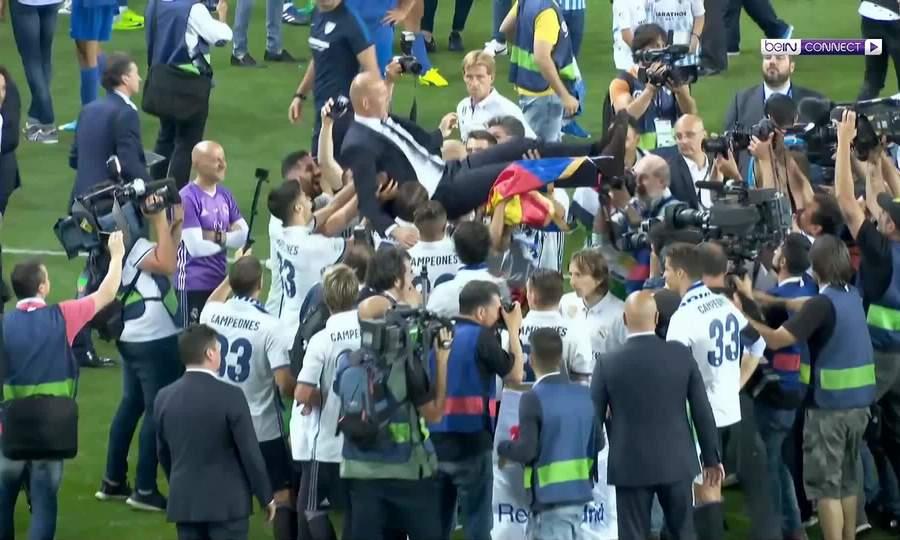 Cầu thủ tung hô Zidane