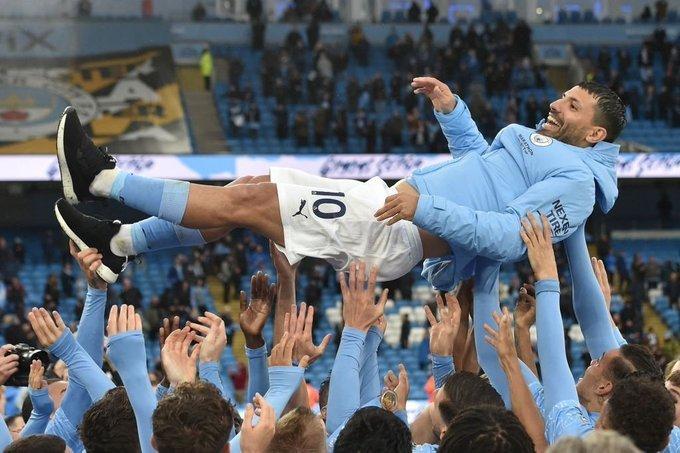 Cầu thủ Man City tung hô Aguero