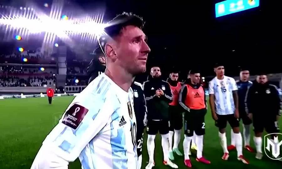 Messi khóc khi nhận Cup