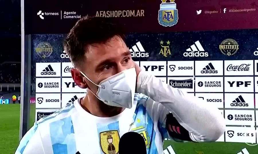 Messi khóc trong phỏng vấn