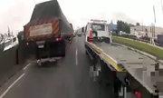 Luồn lách giữa hai làn xe trên xa lộ