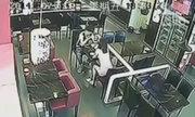 Video cô gái ném đĩa cơm vào bạn trai gây chú ý Internet tuần qua