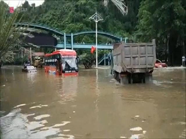 Dốc Đèo Bụt, Quảng Ninh ngập nặng